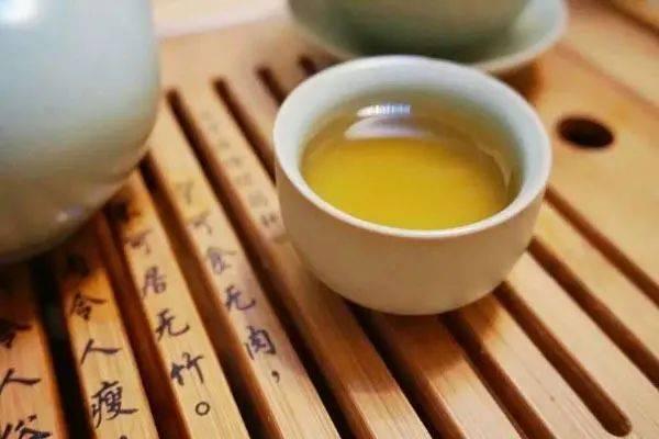 """每天坚持喝绿茶,对身体有四大好处,但有""""3不宜"""",喝错反伤身"""