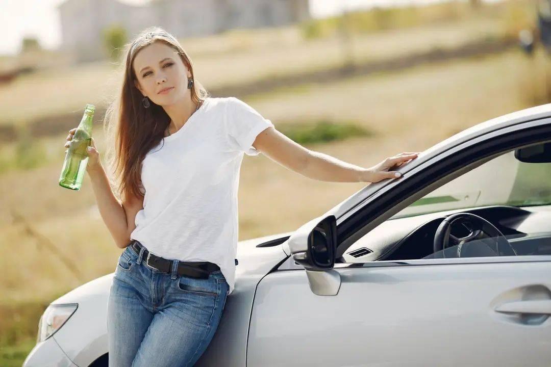新手买车选黑色还是白色?