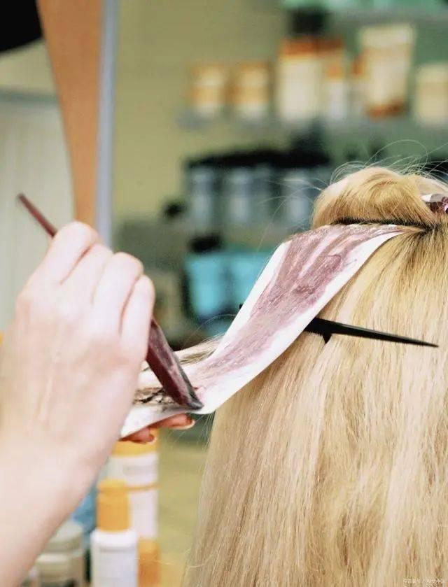 头上很多白头发,多吃什么食物能改善白头发
