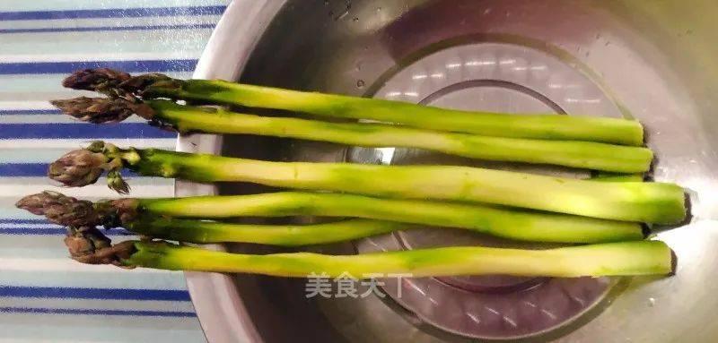 芦笋香菇炒鸡蛋的做法