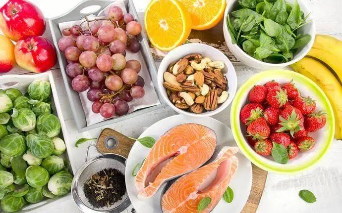 高脂肪、煎炸食物、烟酒、坏情绪容易导致癌症