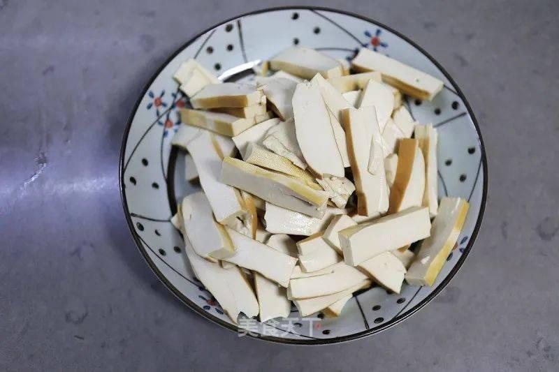 素菜双椒炒香干的做法