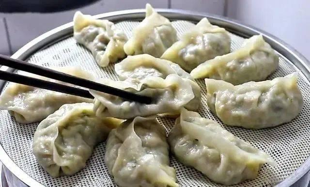 立秋后,黄瓜豆角靠边站,多吃此菜,维C含量极高,做饺子最香了